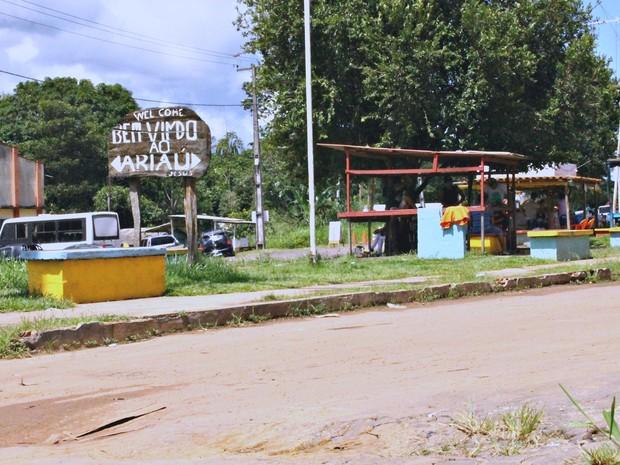 Alguns dos ex-funcionários vivem na Vila Ariaú (Foto: Leandro Tapajós/G1 AM)