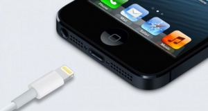 Analyst: Apple Could Remove Charging Port from 2021 iPhone